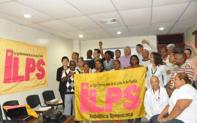 A number of delegates from the launching of the ILPS Dominican Republic gather for a group photo. Photo by MatangLawin.