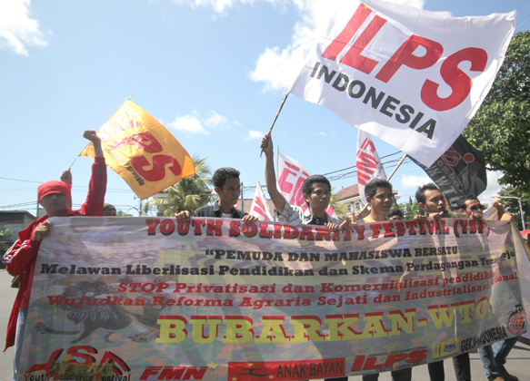 FMN, ILPS Indonesia rally in front of US Consulate, Bali.