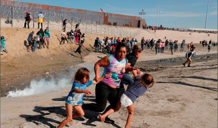 honduran mother and children flee tear gas